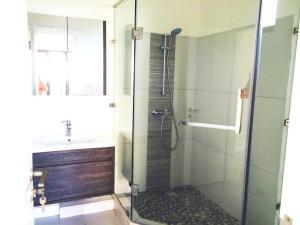 A bathroom at Gorgeous Apartment Beachfront Residences Flic en Flac Mauritius