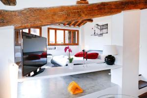 A kitchen or kitchenette at Suite Trastevere