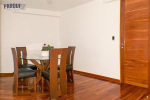 Zona de comedor en el apartahotel