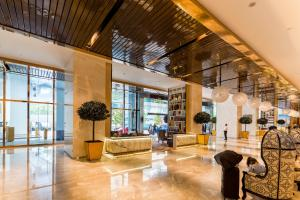 The lobby or reception area at The Platinum Suites by LUMA