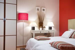 Ein Bett oder Betten in einem Zimmer der Unterkunft Apartments Barcelona & Home Deco Gotico