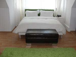 A bed or beds in a room at The Square Coburg