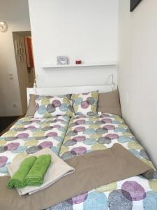 Ein Bett oder Betten in einem Zimmer der Unterkunft Centra and simple to reach