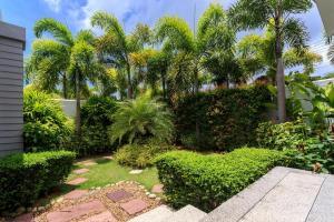 A garden outside Baan Bua Villa by Railand