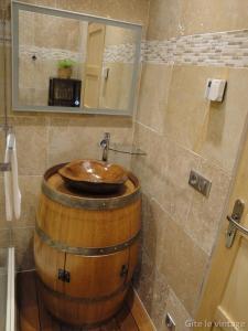 A bathroom at Gîte Le Vintage