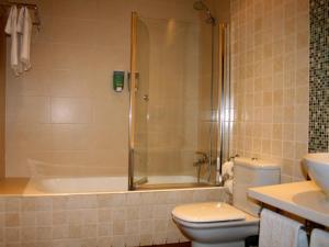A bathroom at Usotegi