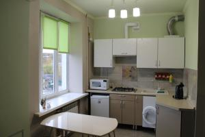 Кухня или мини-кухня в Apartment on Sovietskaya