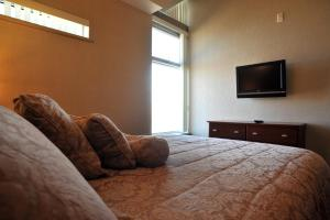 A bed or beds in a room at Residence & Conference Centre - Kamloops