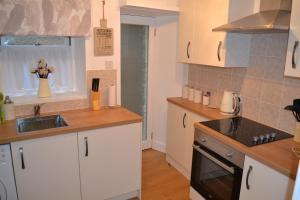 A kitchen or kitchenette at Old Bridge End