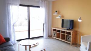 Una televisión o centro de entretenimiento en Residencial Villa Marina CC1