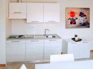 A kitchen or kitchenette at Residence San Rossore
