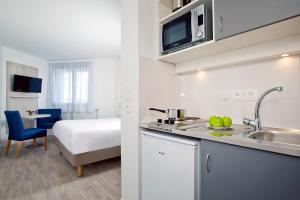 A kitchen or kitchenette at Sejours & Affaires Paris-Davout