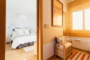 A bed or beds in a room at Triana Apartment