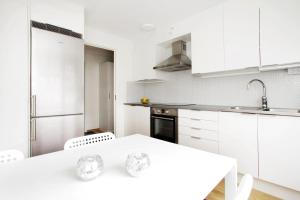A kitchen or kitchenette at One-Bedroom Apartment in Linköping - Väpnaregatan 42
