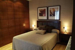 A bed or beds in a room at San Pablo Suites