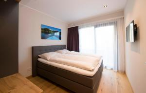 A bed or beds in a room at Kitzlife Apartements