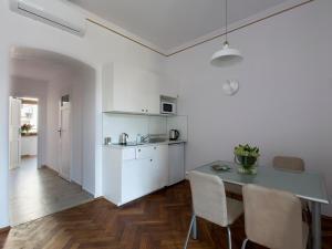 Virtuvė arba virtuvėlė apgyvendinimo įstaigoje Antique Apartments Old Town
