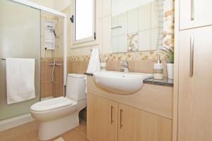 A bathroom at Zelia Villa