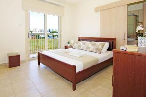 A bed or beds in a room at Zelia Villa