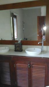 A bathroom at Secret Garden Villa 4