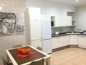 A kitchen or kitchenette at Albia by Forever Rentals
