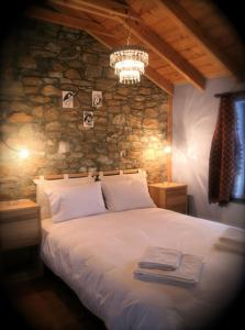 A bed or beds in a room at Guesthouse Kontogianni