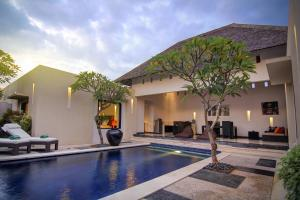 The swimming pool at or close to The Seminyak Suite - Private Villa