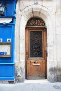 The facade or entrance of Latin Quarter - Notre Dame apartment