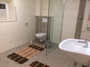Ein Badezimmer in der Unterkunft Ferienhaus Engelsby