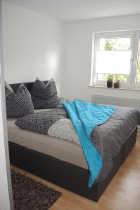 A bed or beds in a room at Ferienwohnung Wössner