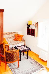 Ein Sitzbereich in der Unterkunft Ferienhaus Nummer Een