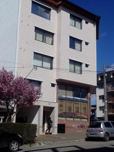 Tòa nhà nơi căn hộ tọa lạc