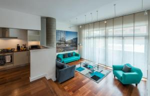A seating area at Base Serviced Apartments - Sir Thomas Street