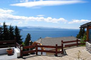 Una vista general del mar o el mar tomado desde el aparthotel