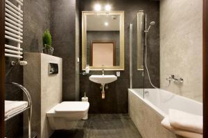 A bathroom at Apartament Feeria Kraków