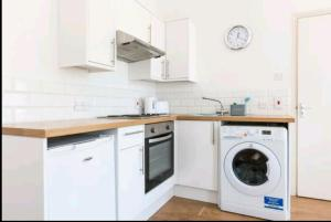 A kitchen or kitchenette at Stanford Avenue