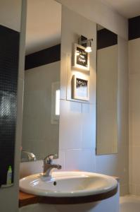 A bathroom at Studio loft avec terrasse centre historique
