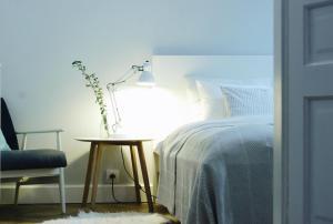 Tempat tidur dalam kamar di Beautiful & Cosy apartment - Old Town