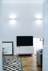 Televisi dan/atau pusat hiburan di Beautiful & Cosy apartment - Old Town