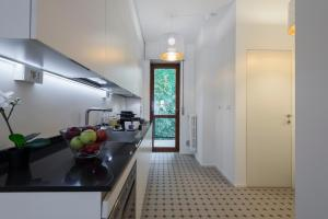 A kitchen or kitchenette at Mila Apartments Via Savona