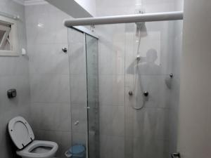A bathroom at Edifício Torre de Prata