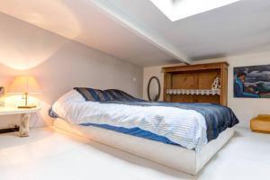 Ein Bett oder Betten in einem Zimmer der Unterkunft Maison North West Paris
