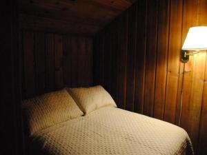A bed or beds in a room at Rundle Chalets by Elevate Rooms