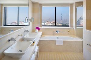 A bathroom at Hyatt Regency Creek Heights Residences