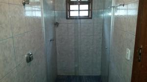 A bathroom at casas temporada em Tiradentes do mazinho