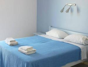 A bed or beds in a room at Alvi Studios