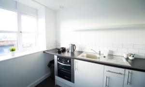 A kitchen or kitchenette at L3 Apartments at Fox Street Studios