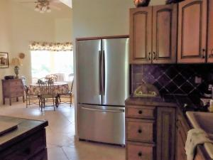 A kitchen or kitchenette at Hideawaybahames Retreat