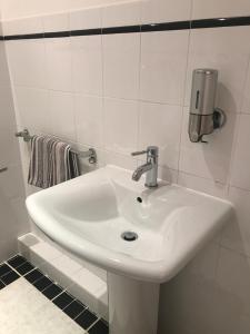 Een badkamer bij The Castle Lodge