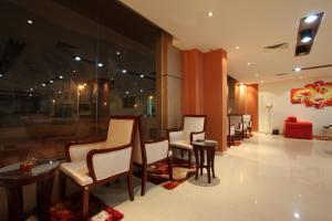The lobby or reception area at Raoum Inn Hail